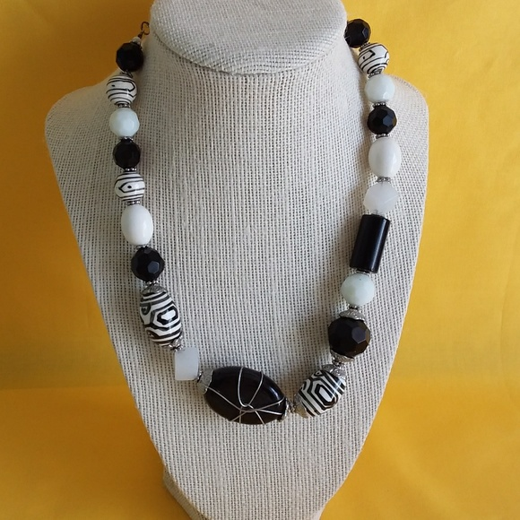 Premier Designs Jewelry - Premier Designs Black & White Glass Necklace